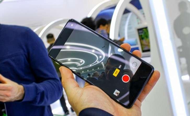 صورة اوبو تكشف عن أول هاتف بكاميرا أسفل الشاشة
