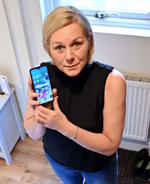 صورة كيف أنقذ هاتف هواوي سيدة من الموت؟