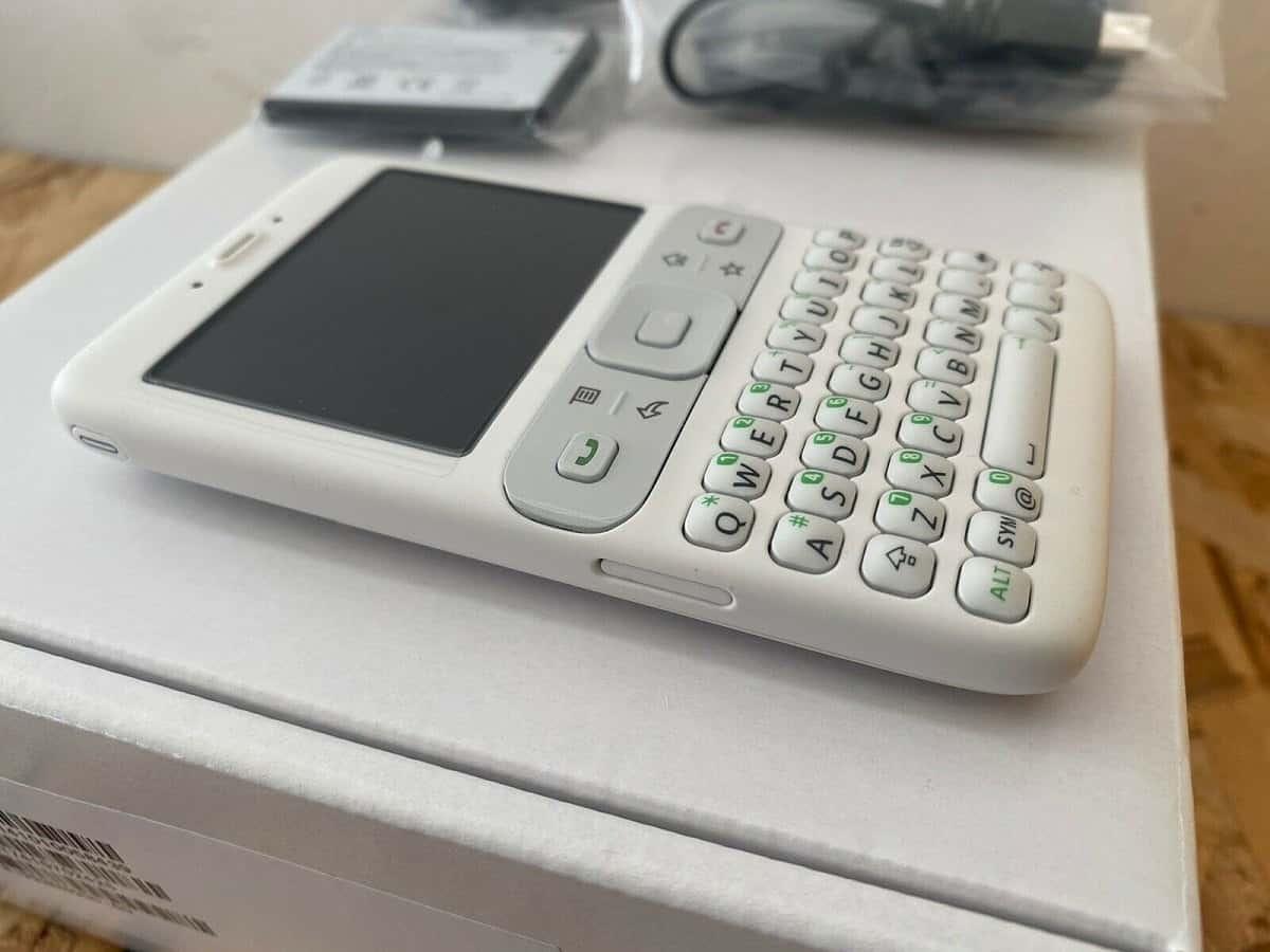 صورة أول هاتف بنظام أندرويد متاح للبيع الآن – صور