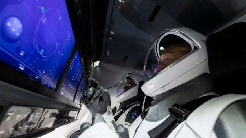مباشر | شاهد رحلة سبيس اكس وناسا المأهولة إلى الفضاء