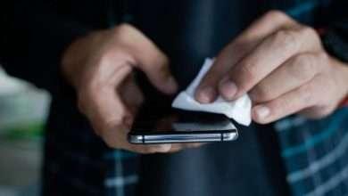 كم يبقى فيروس كورونا على شاشة الهاتف