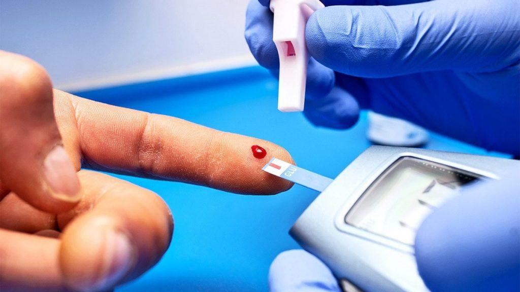 تحتوي هذه الصورة على سمة alt فارغة؛ اسم الملف هو blood-sugar-test-artificial-intelligence-wearable-sensors_1600-1200x675-1-1024x576.jpg