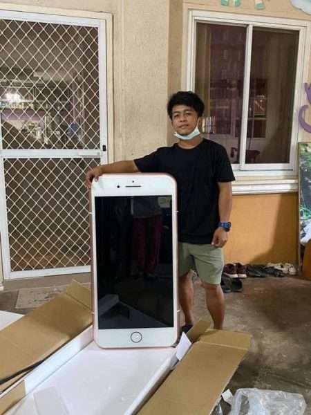 شاب تايلندي يطلب آيفون عبر الإنترنت لكنه تفاجأ بما وصله