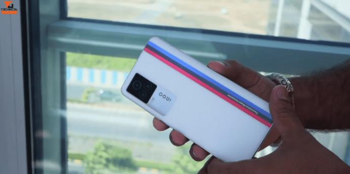 اي كيو او او 7 - iQOO 7 تسريب جديد يكشف صورًا جديدة للهاتف بالإضافة للسعر